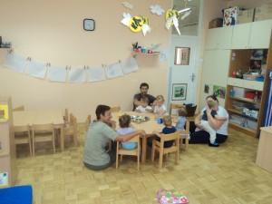 Tudi malica v vrtcu je sproščena, če so z nami starši in stari starši.